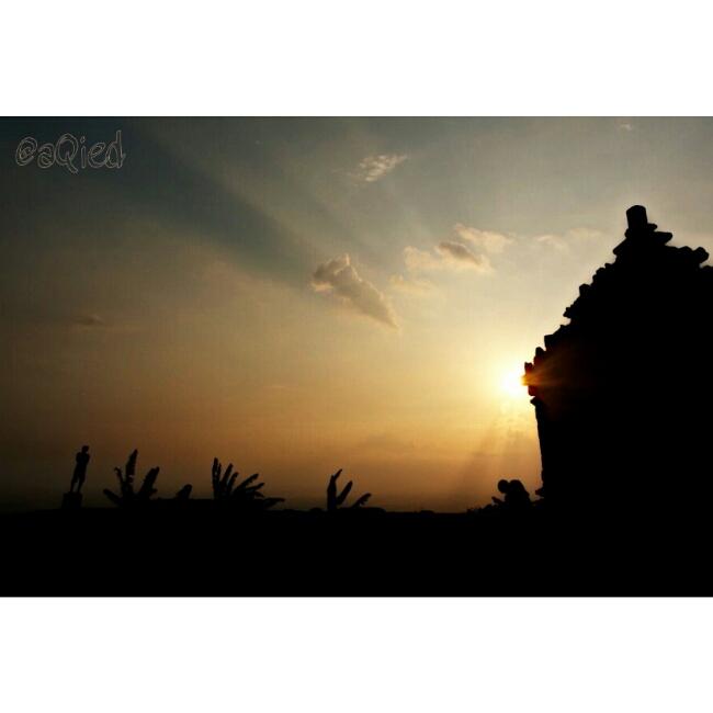 jelang sunset